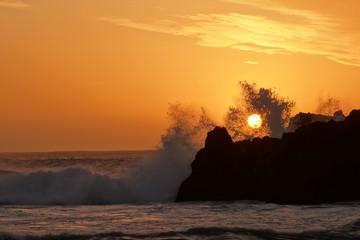 atardecer con olas