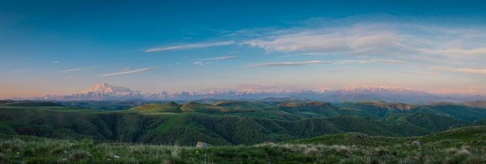 Панорама Кавказа. Эльбрус.