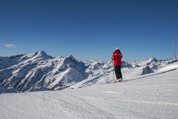 Sciatore nelle alpi