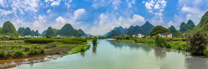 The beautiful landscapes and rivers and rivers of the Lijiang River in Guilin