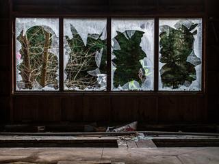 Salle de réunion d'usine abandonnée