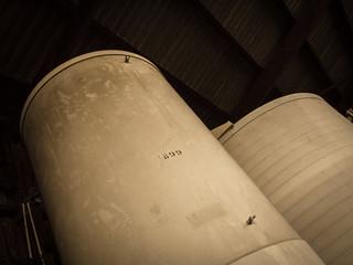 Silos industriels d'usine abandonnée