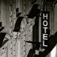 Enseigne d'un hôtel en Anjou
