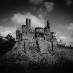 Ruine du Château du Plessis Macé en Anjou