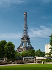Tour Eiffel en plein été