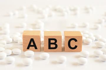ABC    白い錠剤