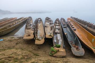 Boote im Wasser in Nepal