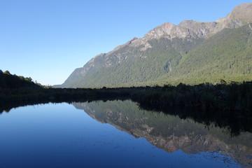 ニュージーランド・南島・ミルフォードロード・ミラー湖