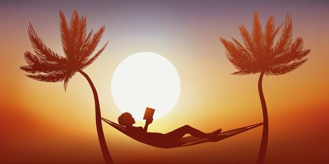 femme - livre - détente - vacances - hamac - lecture - palmier - tranquille - symbole - lire - calme
