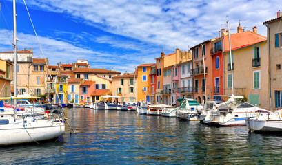 Wall Mural - Colorful houses in the harbor of Martigues, France