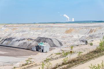 Braunkohle Tagebau Schleenhain mit Kraftwerk Lippendorf im Hintergrund
