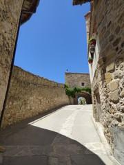 Castillo de Puertomingalvo. Pueblo con encanto de Teruel en Aragón, España