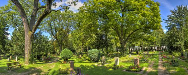 Foto auf Leinwand Friedhof Hauptfriedhof in Frankfurt am Main