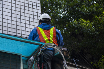 Professional engineers, in the high-rise wall installation cable project, for the project to do a good job of security protection to ensure construction safety,