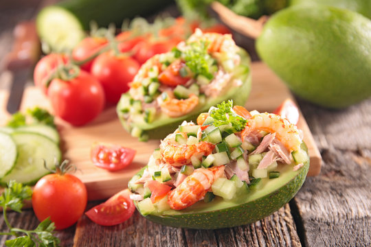 avocado salad with shrimp and vegetable