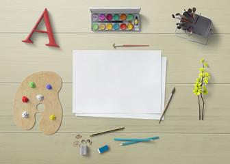 tavola con fogli, colori, pennelli e matite