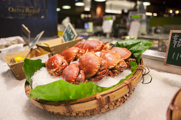 Taiwan's famous aquatic market, on the lead aquatic products, eating seafood