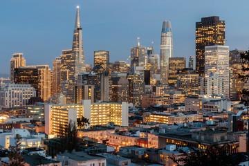 Deurstickers San Francisco San Francisco Skyline in Pink and Blue Skies. Ina Coolbrith Park, San Francisco, California, USA.