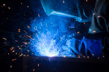 welder uses torch