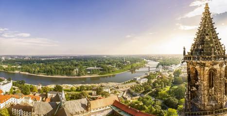 Sicht über Magdeburg und Südturm des Doms Fototapete