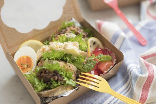 サンドイッチのランチボックス