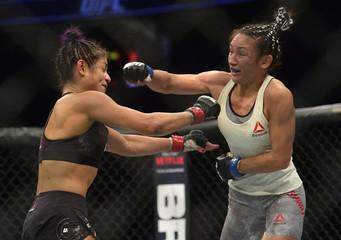 MMA: UFC 219-Calvillo vs Esparza