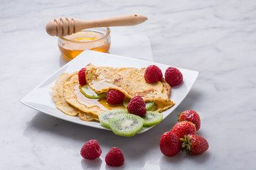 crepes with honey and fruits