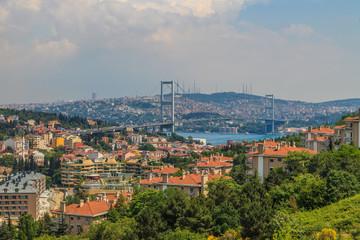 Papiers peints Cracovie Aufnahme der Bosporus Brücke in Istanbul fotografiert tagsüber von der europäischen Seite im April 2014
