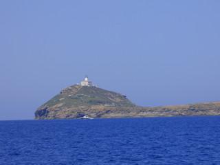 Faro de Las islas Columbretes al este de Oropesa, integradas en el término municipal de Castellón de la Plana (Comunidad Valenciana, España)