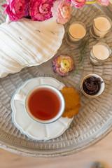 Carcade tea with cookies