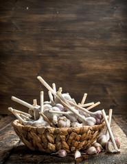 Fresh garlic in a basket.