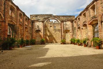 Ruiny kościoła jezuitów w Casco Antiguo, zabytkowej dzielnicy Panama City, Panama