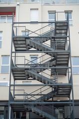 détail escalier de secours sur immeuble moderne