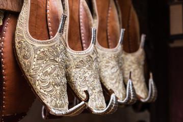 Schuhe im Basar von Dubai