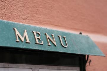 détail menu en façade de restaurant