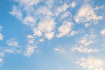 秋の空と流れる雲