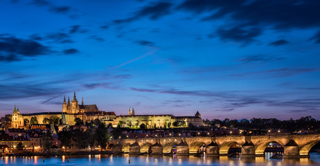 In de dag Stockholm View on the Charles Bridge and Castle in Prague at night