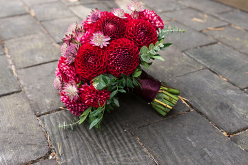 Keuken foto achterwand Dahlia Red bridal bouquet from dahlias. Wedding floristic