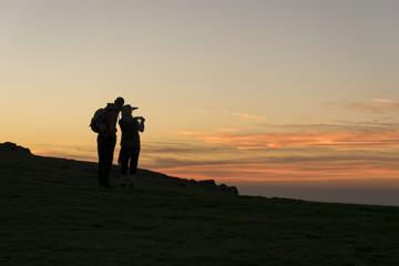 Sonnenuntergang mit zwei Personen