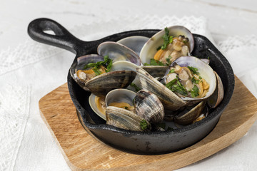 Clam stew in white wine sauce