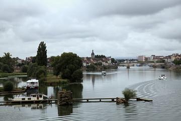 L'eau, la ville, ses îles.