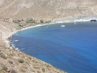 Cala de San Pedro (Cabo de Gata Almeria) en Las Negras en Nijar (Andalucia,España) Playa hippy de aguas cristalinas