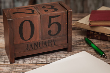 Perpetual Calendar in desk scene with blank diary page, January 5th