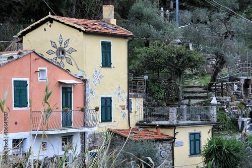 décor de maisons et jardins au dessus de Levanto, Italie\