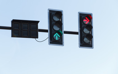 Red and green arrow color on the traffic light.