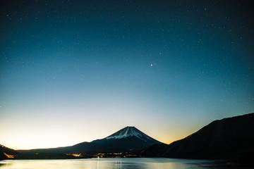 富士山と本栖湖,星空