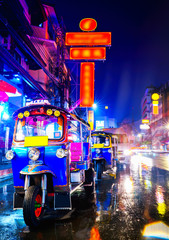 Poster Bangkok Tuk Tuk taxi in china town bangkok at the night