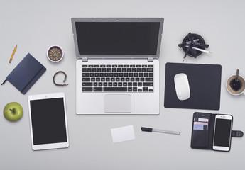 Umfangreiches Schreibtisch-Modell