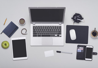 Maqueta de mesa de profesional ocupado