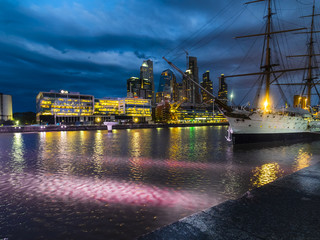 Puerto Madero, Dock Süd mit Fregatte Sarmiento, Puerto Madero, Buenos Aires, Argentinien